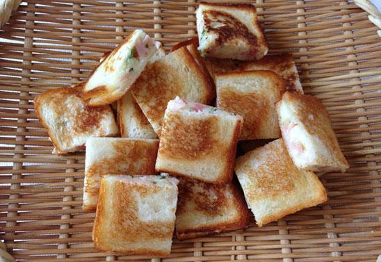 チーズとポテトのパン挟み