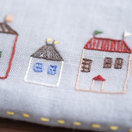 花森安治の刺繍キットメガネポーチ