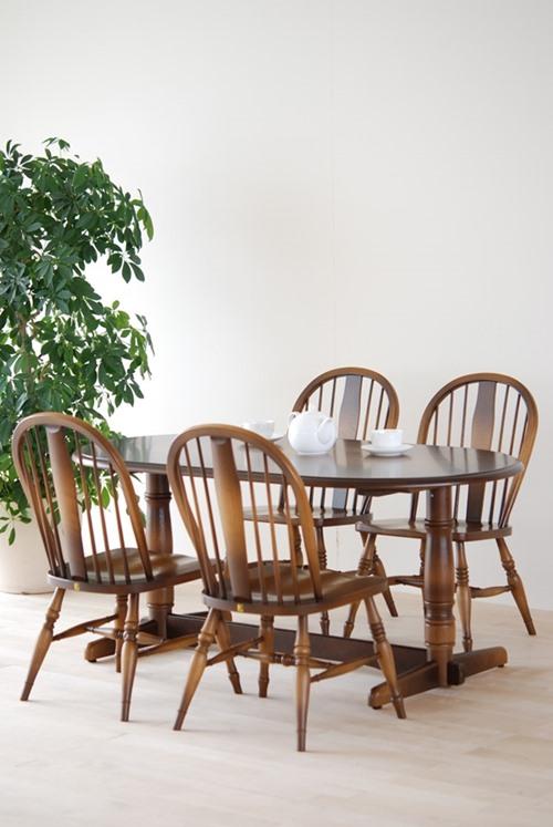 ウィンザーのテーブルと椅子