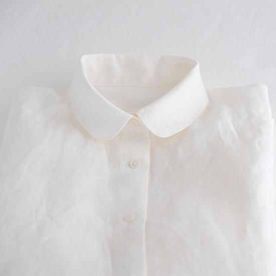 丸襟のリネンシャツ
